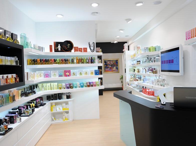 Allestimento contract realizzazione negozio scent for Arredo profumeria